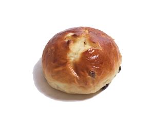 レーズンパン 130円:甘酸っぱいレーズンの入ったふわふわロールパン。バターと砂糖を上にかけて焼き上げます。