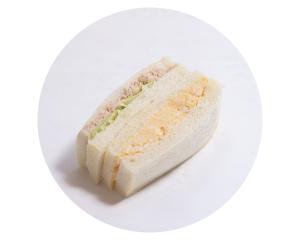 ツナと自家製たまごのサンド 240円:ツナとたまご、定番サンドイッチの新しい組み合わせです。